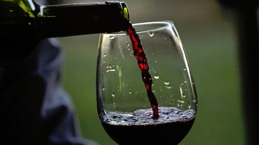 Oamenii de știință au descoperit că un pahar de vin roșu echivalează cu 1 oră de sport
